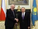 �esk� prezident Milo� Zeman se na ofici�ln� n�v�t�v� Kazachst�nu setkal se sv�m prot�j�kem Nursultanem Nazarbajevem (24. listopadu 2014)