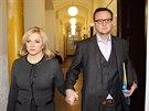 Manželé Jana a Petr Nečasovi přicházejí k Obvodnímu soudu v Praze. (20. listopadu 2014)