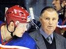 Rusk� hokejov� tren�r Viktor Tichonov (uprost�ed) p�i utk�n� Finsko - Rusko v r�mci turnaje Eurohockey tour. (Pardubice, 7. z��� 2003)