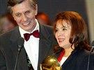 Herečka Libuše Šafránková s kolegou Borisem Rösnerem při předávání televizních cen TýTý. (22. února 2004)