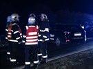 V Uhříněvsi došlo k nehodě taxíku a osobáku. Obě auta jsou zničená.