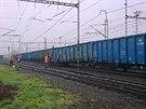 Vykolejené nákladní vozy lokomotiva ještě asi kilometr a půl táhla. Působením síly se těsně za ní celá souprava roztrhla.