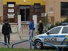 Před patologií Ústřední vojenské nemocnice ve Střešovicích se zastřelil senior (23. listopad 2014).