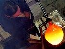 Ručně vyráběné aukční lahve zhotovili skláři v Lindavě na Českolipsku.