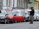 Kvůli podezřelé blikající krabičce musela policie uzavřít část Koněvovy ulice na pražském Žižkově (22. listopadu 2014)