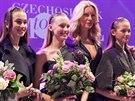 Ředitelka soutěže Czechoslovak TopModel s dívkami, které se umístili na prvních třech místech. Zleva: Michaela Petrečková (2. místo), Nikola Krůželová (vítězka), Simona Krainová a Karin Závodská (3. místo)