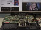 Testování nových procesorů v laboratořích a dílnách AMD (alespoň podle videa, na kterém šéf AMD John Byrne procesory Carrizo představil).