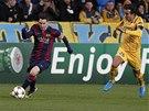 NASTARTOVANÝ. Lionel Messi z Barcelony uniká v utkání Ligy mistrů proti Apoelu Nikósie.