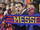 MILÁČEK DAVŮ. Lionel Messi z Barcelony je mužem vzývaným.