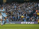 GÓL. Stevan Jovetič z Manchesteru City překonává gólmana Swansea.