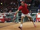 PŘESNÝ JAK ŠVÝCARSKÉ HODINKY. Roger Federer během čtyřhry ve finále Davis Cupu