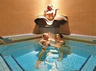 Uvolnit své tělo mohou návštěvníci i v četných vnitřních bazéncích.