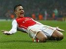 POSTUP JE BLÍZKO. Alexis Sánchez z Arsenalu zvýšil proti Dortmundu na 2:0.