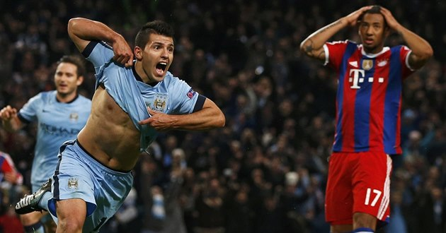 HATTRICK. Úto�ník Manchesteru City Sergio Agüero práv� vst�elil sv�j t�etí gól...