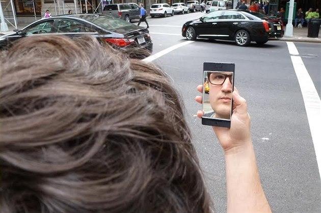 NoPhone ve verzi se �selfie� výbavou