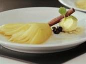 Na záv�r m�ete hru�ku se zmrzlinou ozdobit sko�icí a badyánem.
