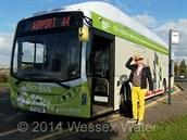 Autobus pohán�ný pouze biopalivem jezdí v Anglii mezi Bathem a leti�t�m v...