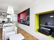 V malém bytě 2+1 vyboural architekt příčku, získal tak dvě ložnice