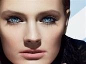 Reklamní vizuál na řasenku Sumptuous Infinite Daring Lenght + Volume Mascara od Estée Lauder