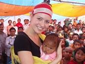 Eva �ere��áková a d�ti ve �kole v Bangladé�i