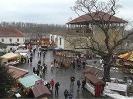 Na nádvoří Slezskoostravského hradu načerpáte poklidnou vánoční atmosféru