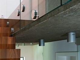 Detail stropu, schodiště a zábradlí