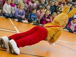 O zábavu dětí v Moravenech se starala i postavička z populárního Čtyřlístku - zajíc Pinďa.