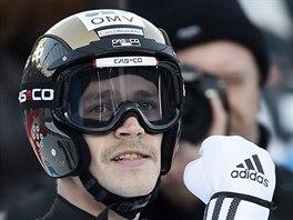 Roman Koudelka se raduje ze svého druhého skoku v německém Klingenthalu. Triumfoval díky němu v závodě Světového poháru.