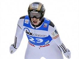 Roman Koudelka si v Klingenthalu letí pro triumf v závodě Světového poháru.
