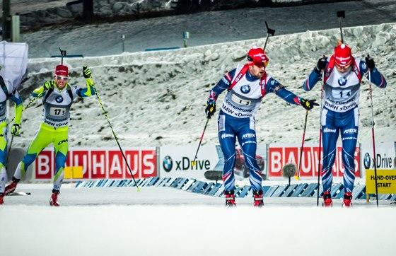 Michal Šlesingr na předávce s Ondřejem Moravcem ve smíšené štafetě v Östersundu.