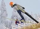 Sdru�en�� Armin Bauer ve skokansk� ��sti sprintu dvojic v Kuusamu.