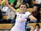 Česká házenkářka Hana Kutlvašrová v zápase s Litvou.