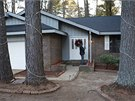 Dům, v němž Američan čtyři roky skrýval svého syna za falešnou stěnou (30. 11. 2014).