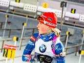 Eva Puskarčíková se chystá na závod ve smíšené štafetě.