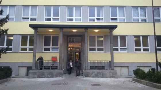 Hlavn� vchod do Mula�ovy nemocnice po rekonstrukci