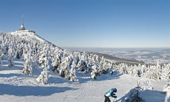 Vysílač Ještěd, symbol Liberce, ožije 31. prosince zábavou nad oblaky