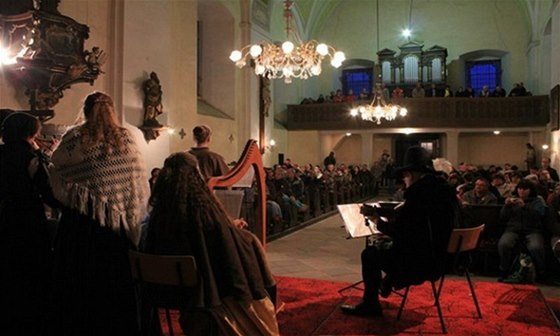 Na závěr vánočního koncertu v Rumburku čeká návštěvníky společné zpívání známých českých koled