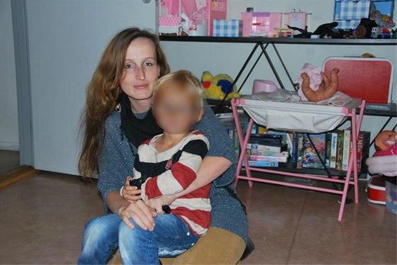 Eva Michal�kov� sv� syny  vid�la naposledy v b�eznu 2014 na dv� hodiny. Foto je z d��v�j�� doby.