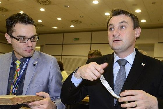 Europoslanec Stanislav Polčák a liberecký hejtman Martin Půta 2. prosince v Praze na konferenci hnutí Starostové a nezávislí.