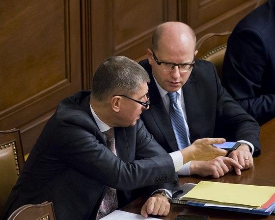 Ministr financí Andrej Babiš a premiér Bohuslav Sobotka v Poslanecké sněmovně.