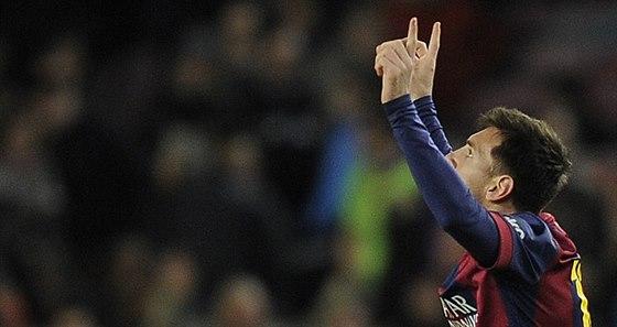 Lionel Messi z FC Barcelona slav� sv�j g�l v derby s Espa�olem.