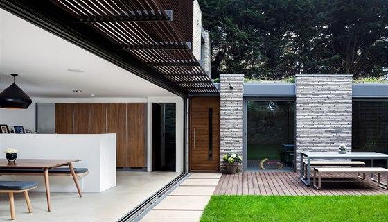 Architektka Suzanne Brewerová si vzala do parády odpudivé garáže v městské části Greenwich v Londýně.