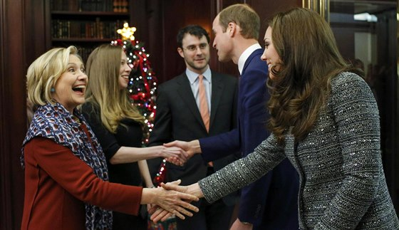 Princ William a jeho manželka Kate se potkali s Hillary Clintonovu a její dcerou Chelsea s manželem (New York, 8. prosince 2014).