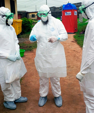 Hrdinn� l�ka�ka nepustila ebolu do Nig�rie