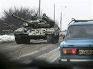 Proruští separatisté v tanku na východě Ukrajiny  (7. prosince 2014)