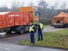 Konvoj s troskami malajsijského boeingu dorazil na nizozemskou základnu Gilze-Rijen (9. prosince 2014)