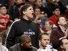 FUJ. Majitel basketbalistů Dallasu Mark Cuban pokřikuje na rozhodčího.