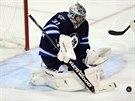 Brank�� Ond�ej Pavelec z Winnipegu v utk�n� s Edmontonem z��il a byl vyhl�en prvn� hv�zdou z�pasu.