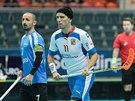 Český florbalista Tomáš Sladký (vpravo) v utkání s Estonskem.