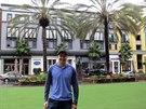 POD PALMAMI. Český hokejista Tomáš Hertl si užívá život v Kalifornii, kde hraje v NHL za San Jose Sharks.